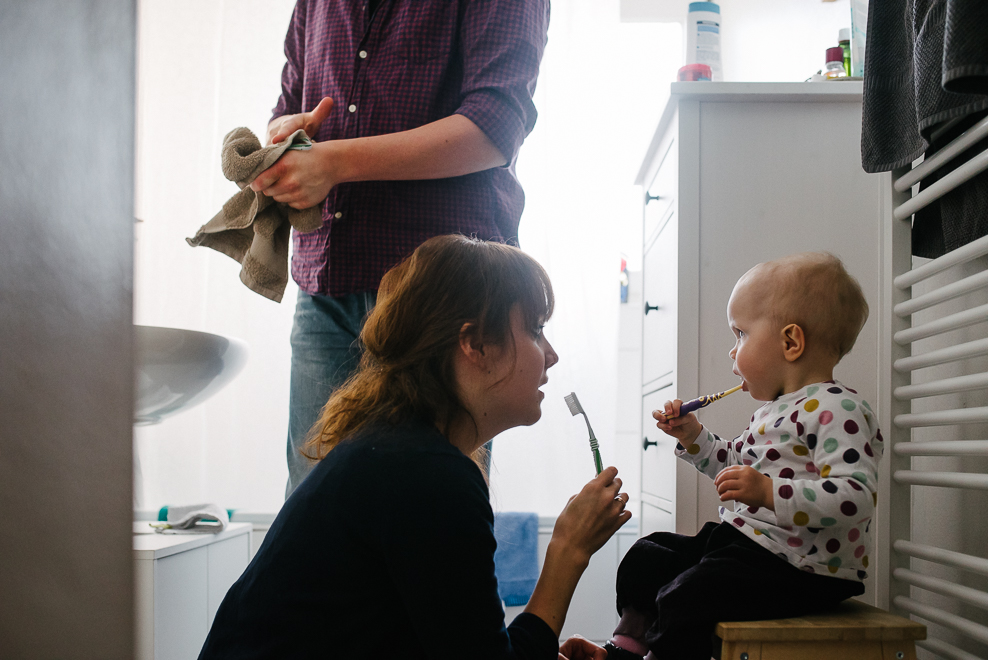 familienfotos zu hause dokumentarische familienfotografie marburg