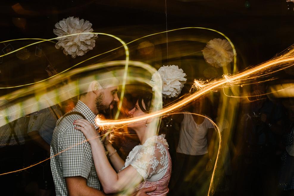 brautpaar tanz wunderkerzen