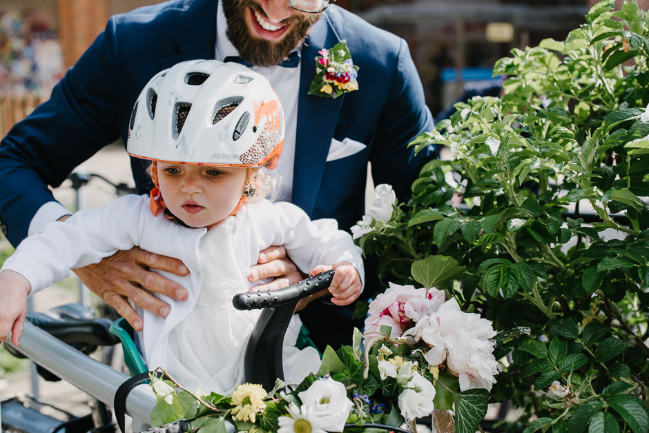 hochzeit mit kind und fahrrad marburg alternative hochzeitsfotografie marburg