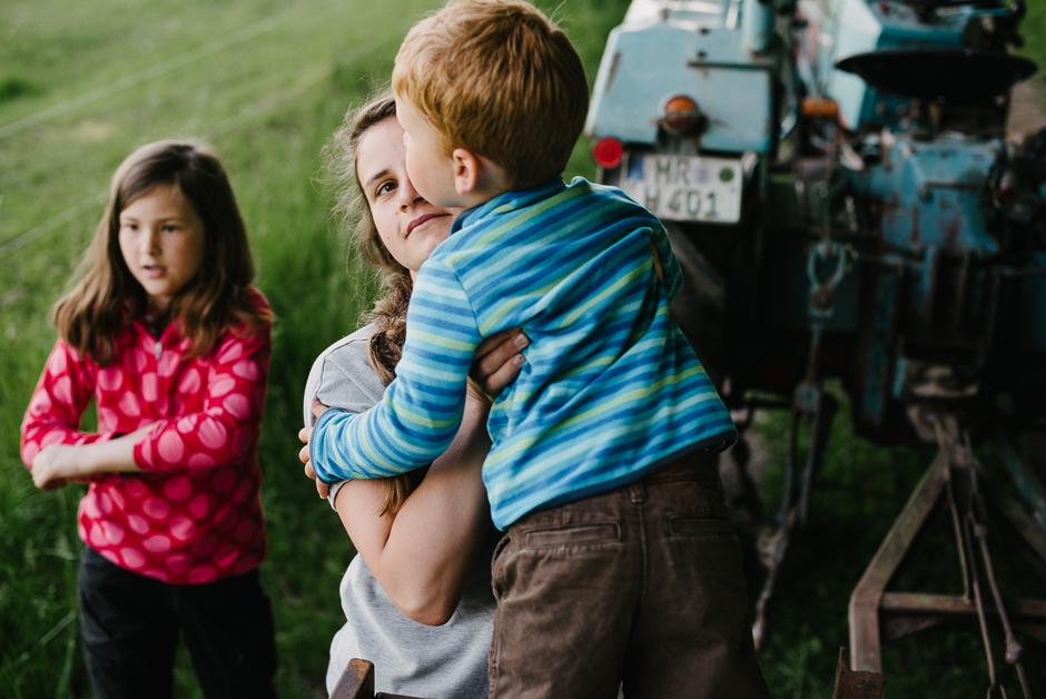 ungestellte familienfotos dokumentarische familienfotografie marburg
