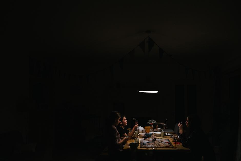 familienfotos ein abend zu hause