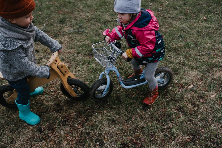 freundschaft unter kindern familienfotograf